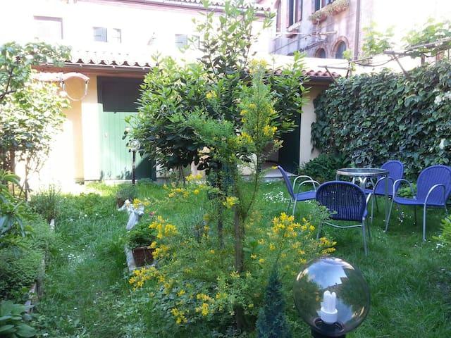 appartement paradis venise appartements louer venise v n tie italie. Black Bedroom Furniture Sets. Home Design Ideas