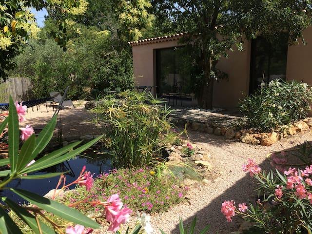 2 pièces indépendant, piscine, terrain de boules - Lorgues - House