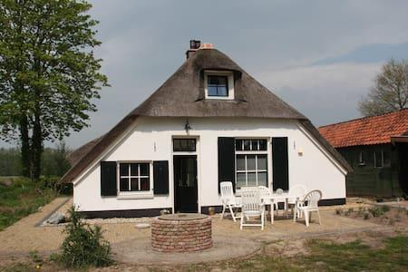 Boerderijtje/old farmhouse. - Empe
