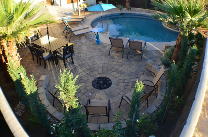 Villa De Oro: Private Pool/Spa/Fire PIt/BBQ/4 Bdrm