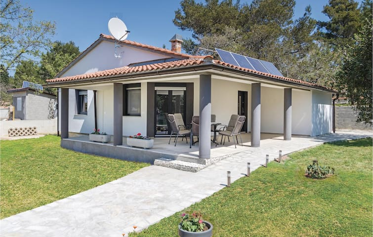 Holiday cottage with 3 bedrooms on 85m² in Fazana