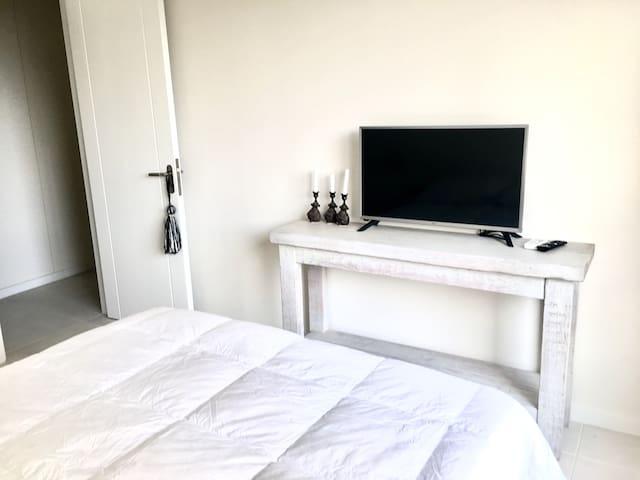 "Smart tv 32"" at bedroom"