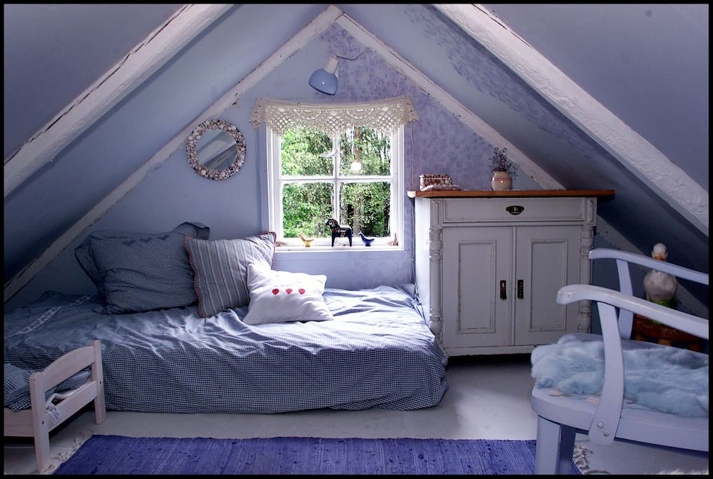 The Blue Bedroom / Suitable for children, no door