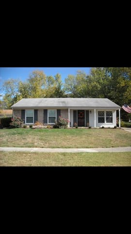 Perfect Derby Getaway Home! - Louisville - House
