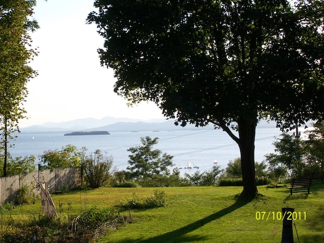 A Room with a View  - Burlington - Bed & Breakfast