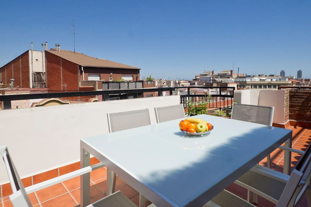 Centric 3br apartment with terrace appartements louer for Chambre a louer a barcelone pas cher