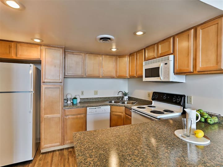 Professionally maintained apt | 1BR in Phoenix