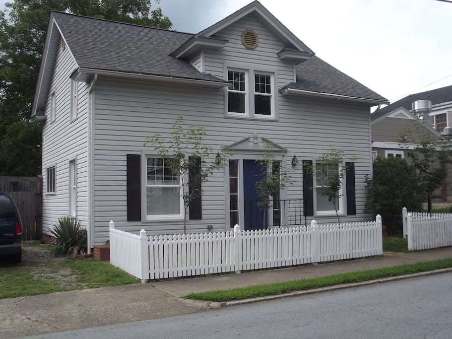 Oaklawn Place!  4 Bedroom updated home,  in the Heart of Downtown Brevard!