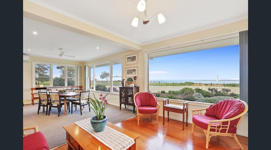 Luxury Waterfront Stay next Geelong Avalon Airport