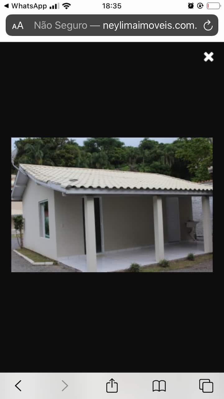 Casa com 2 dormitórios em Ponta das Canas