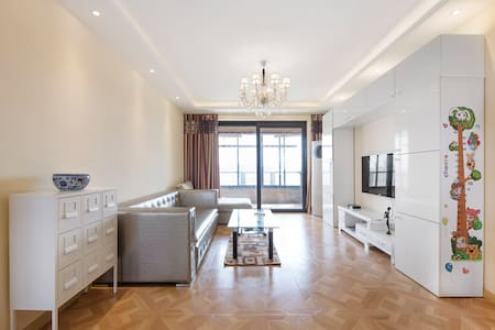 Luxury 3BR/2WC Apt,136 sqm,right on top of subway - Flat
