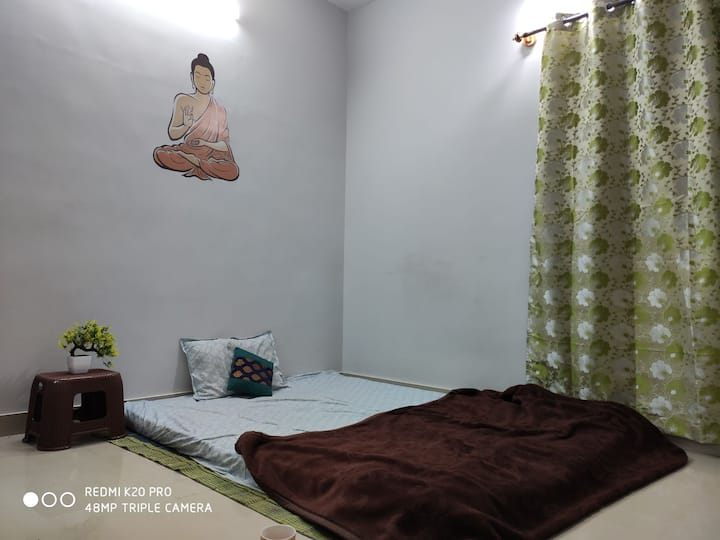 A single private bed room available in Bangalore