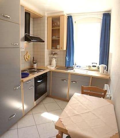 Kleine Küche, aber  alles drin , sogar ein besonders großes Eisfach