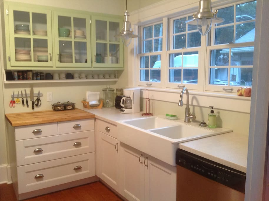 Fully equipped renovated kitchen, with big farmhouse sink & dishwasher.