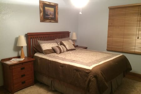Nice quiet private ranch house - Palmdale - Casa
