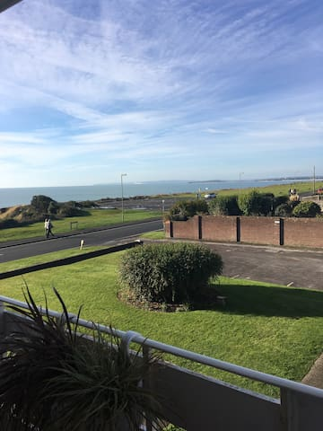 Sea view beautiful 2 bed apartment - Barton on Sea