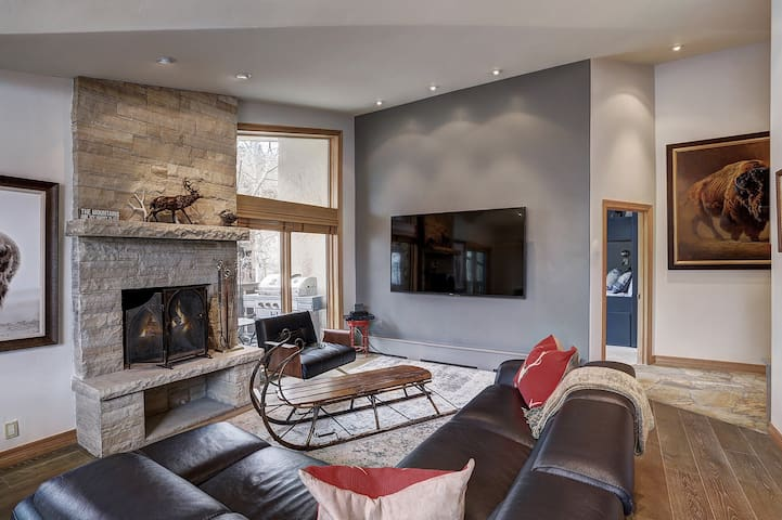 Luxury Condo In Vail Village With Amenities