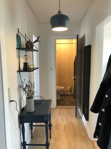 Gang og badeværelse