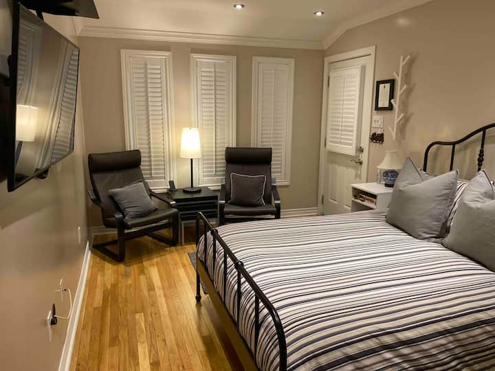 Private Room in the Heart of Dundas
