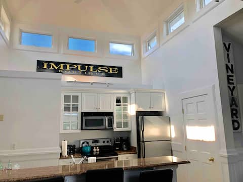 Stunning private apartment walk to everything!111C