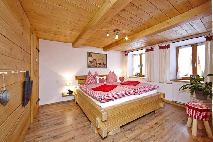 Apartment Zugspitze with Terrace, Mountain view & Wi-Fi, Suitable for Children