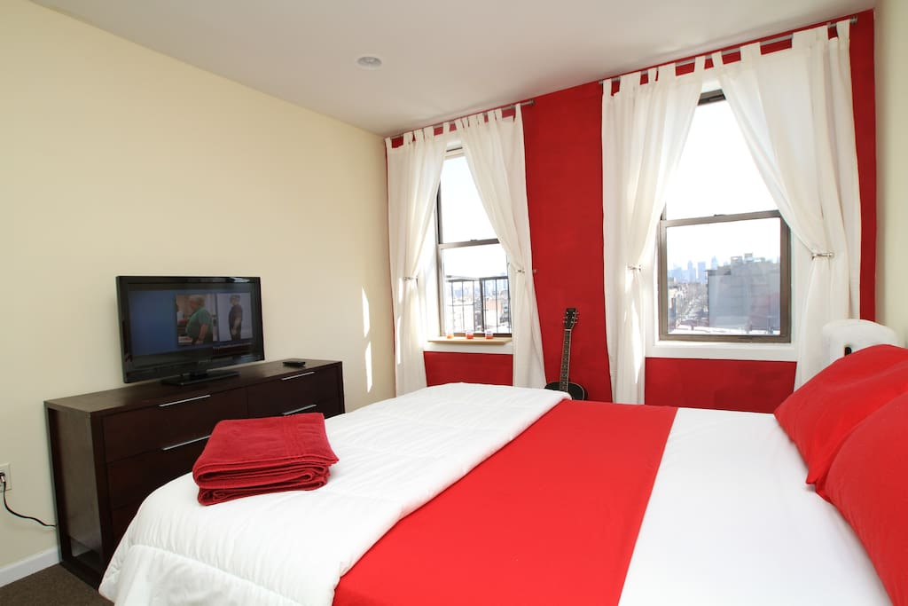 The Red Room.. Sealy Queen size bed, 32 inch flat screen, even a guitar! Great view of Manhattan to wake up looking at!