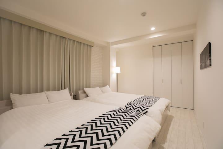 ダブルベッドx2の寝室♯1