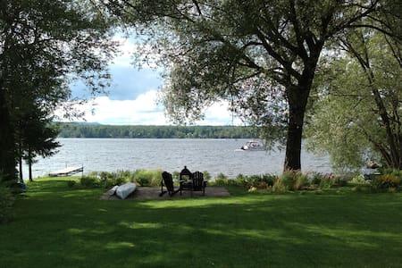 Superbe maison sur le lac Magog. - Ste-Catherine-de-Hatley - Casa