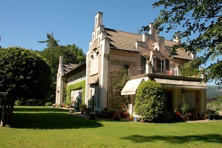 Charming flat in villa on orta lake - Miasino - Daire
