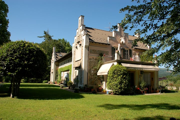 Charming flat in villa on orta lake