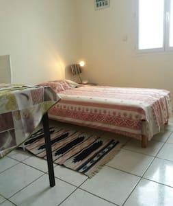 chambre RDC  maison particulière - Mognard - Ev