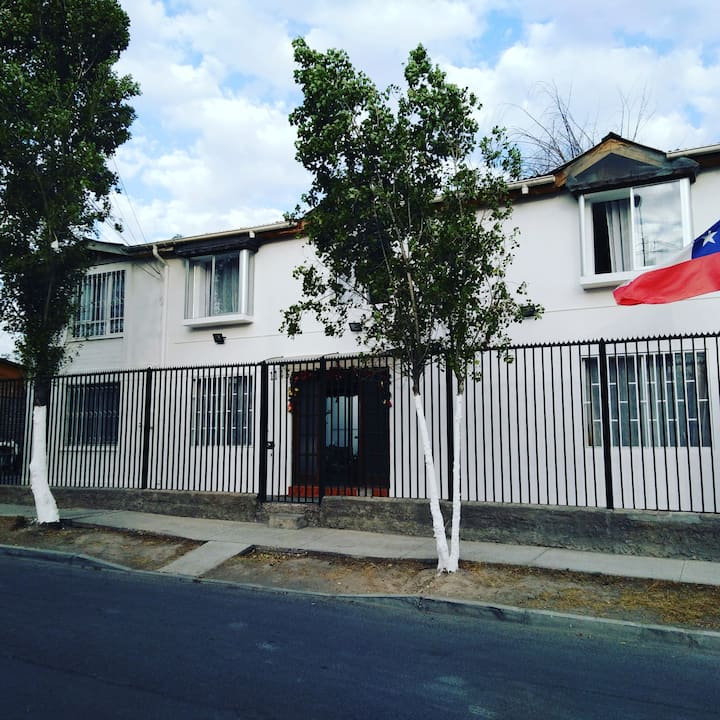 HOME-to. 4 km from Santiago airport AND Outlets!!