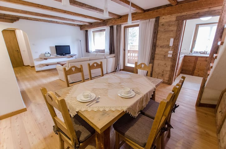 Elegant apartament  with lovely terrace- 5 beds -WIFI