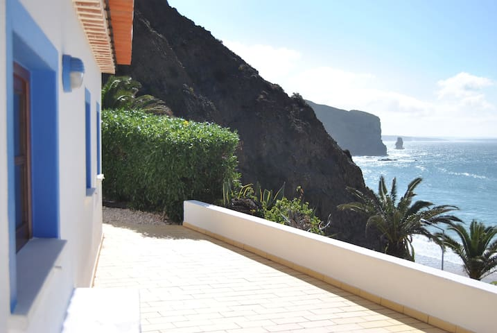 Ocean front house - 50 mts from the Arrifana sand - Faro District - House