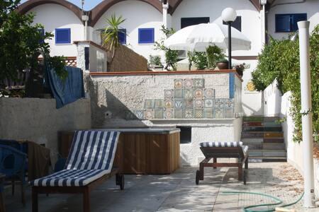 TRA MARE E LAGO www.homeinrome.info