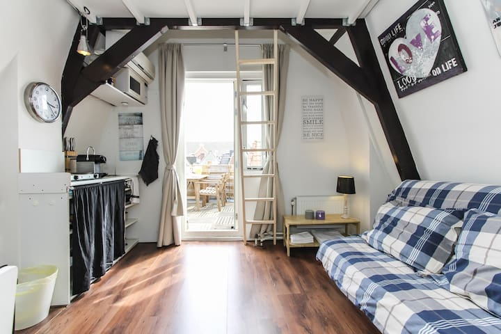 Cozy studio with Terrace and Airco - Amsterdam - Huoneisto