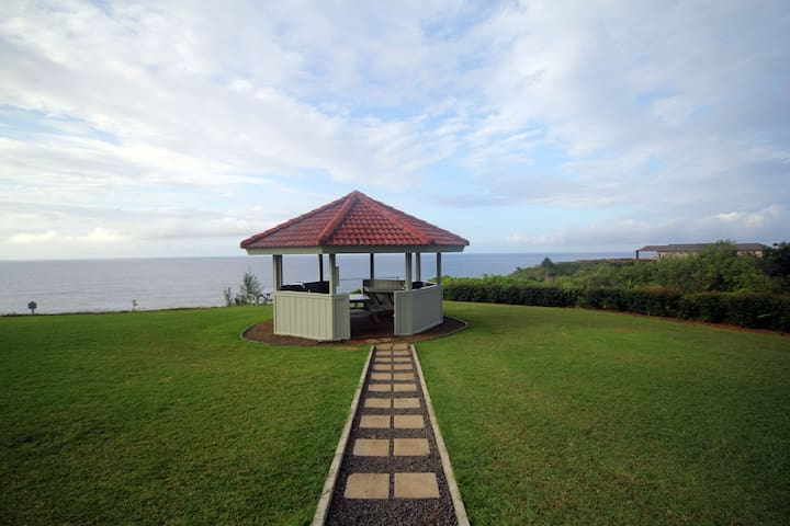The onsite gazebo with dramatic ocean view