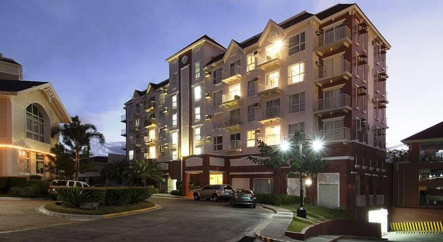 Semi furnished 1 BR condo unit - Parañaque - Apartamento