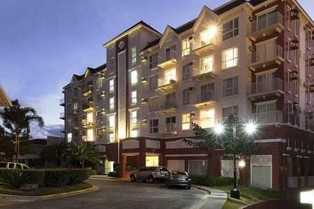 Semi furnished 1 BR condo unit - Parañaque - Apartemen