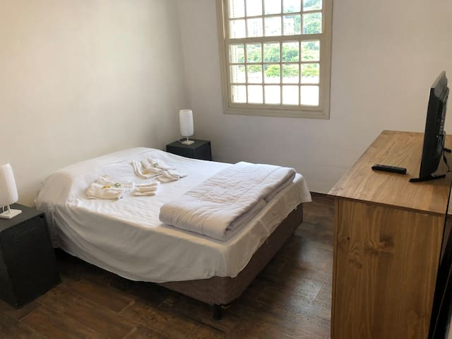 Quarto e banheiro Exclusivo! Centro de Serra Negra