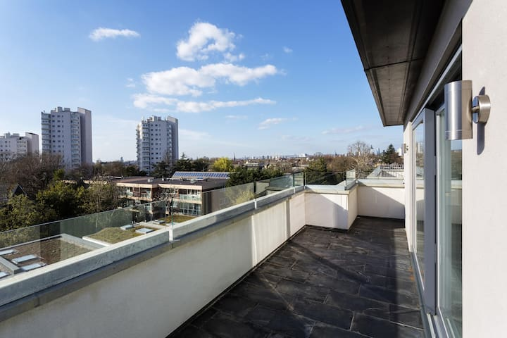 1 BR Studio Stay @ Home Clapham, Kings Ave