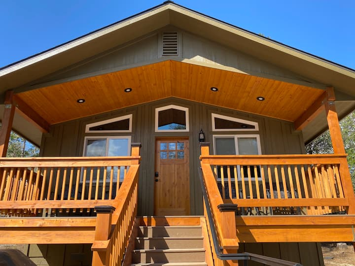 Luxury cabin, No Cleaning Fees, 11 mi to Yosemite!