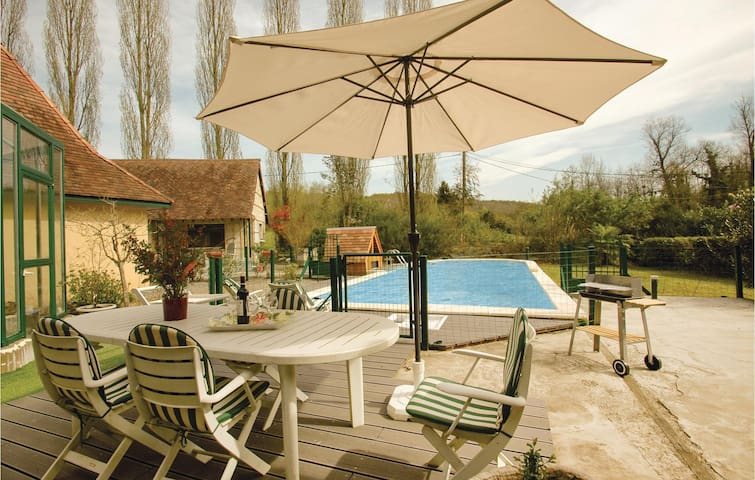Holiday cottage with 3 bedrooms on 145 m² in Salies de Bearn