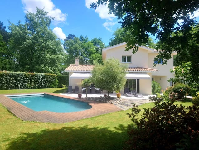 Villa near Bordeaux with pool