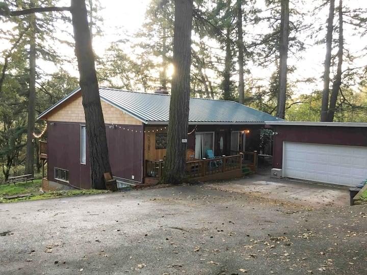 Woodland Getaway/ Quick City Access