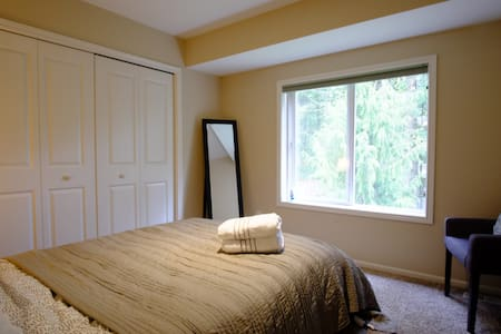 Cozy Private Room | City Escape - Lynnwood