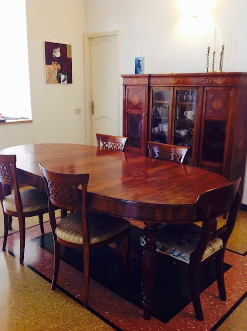 Dining room accommodates 6-8 people