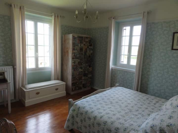 Large double ensuite in  French farmhouse B&B