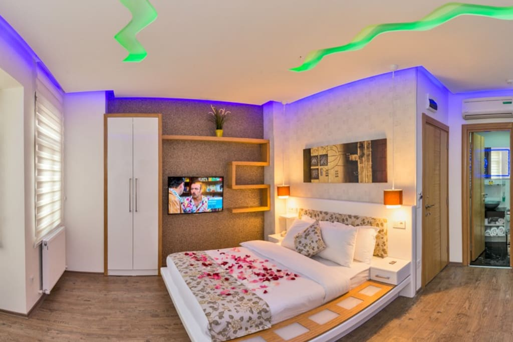 King suite - Uniquely decorated with LED lights in different colors, this stylish suite has a full kitchen, dining area, sofa and a private bathroom with free toiletries. Room Facilities: City view, Telephone, Fax, Radio, Satellite channels, Flat-screen T