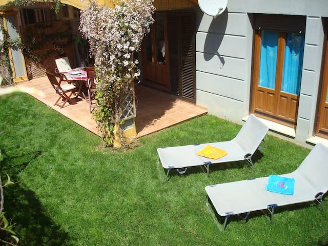 Sunny 2 bedroom apartment with patio and garden